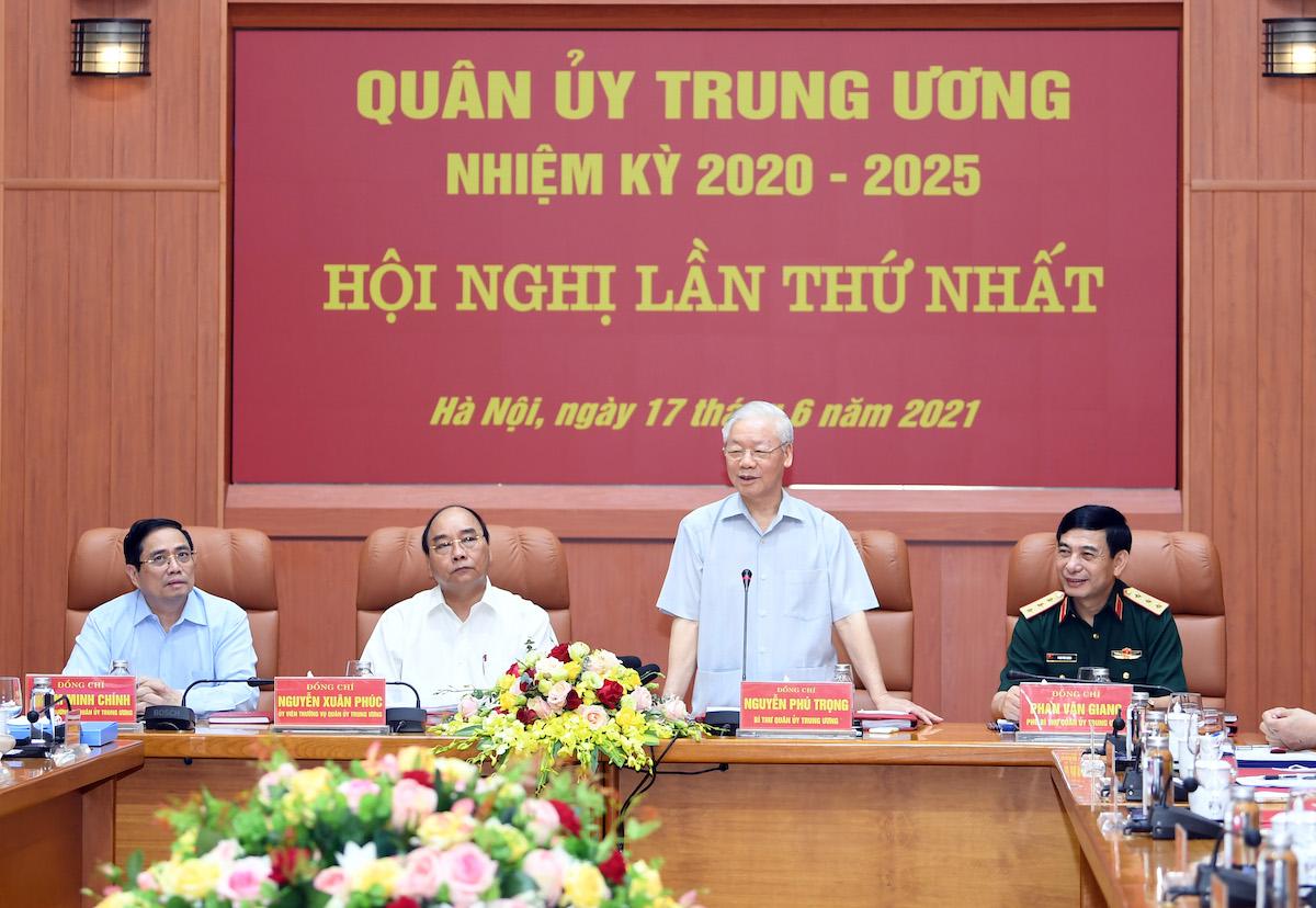 Tổng bí thư Nguyễn Phú Trọng phát biểu tại Hội nghị Quân ủy Trung ương lần thứ nhất khóa XI, sáng 17/6. Ảnh: HIếu Duy.