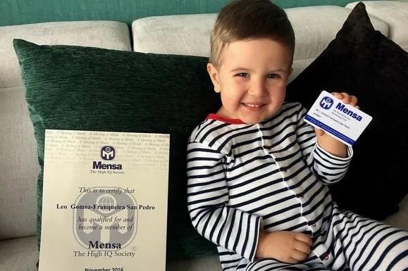 Leo được Mensa gửi chứng nhận IQ 172 vào năm 2,5 tuổi. Ảnh: Mensa