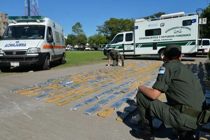 Cảnh sát Argentina bắt 400 kg cocain trong một xe cứu thương giả gần thủ đô Buenos Aires tháng 8/2018. Ảnh: Clarín