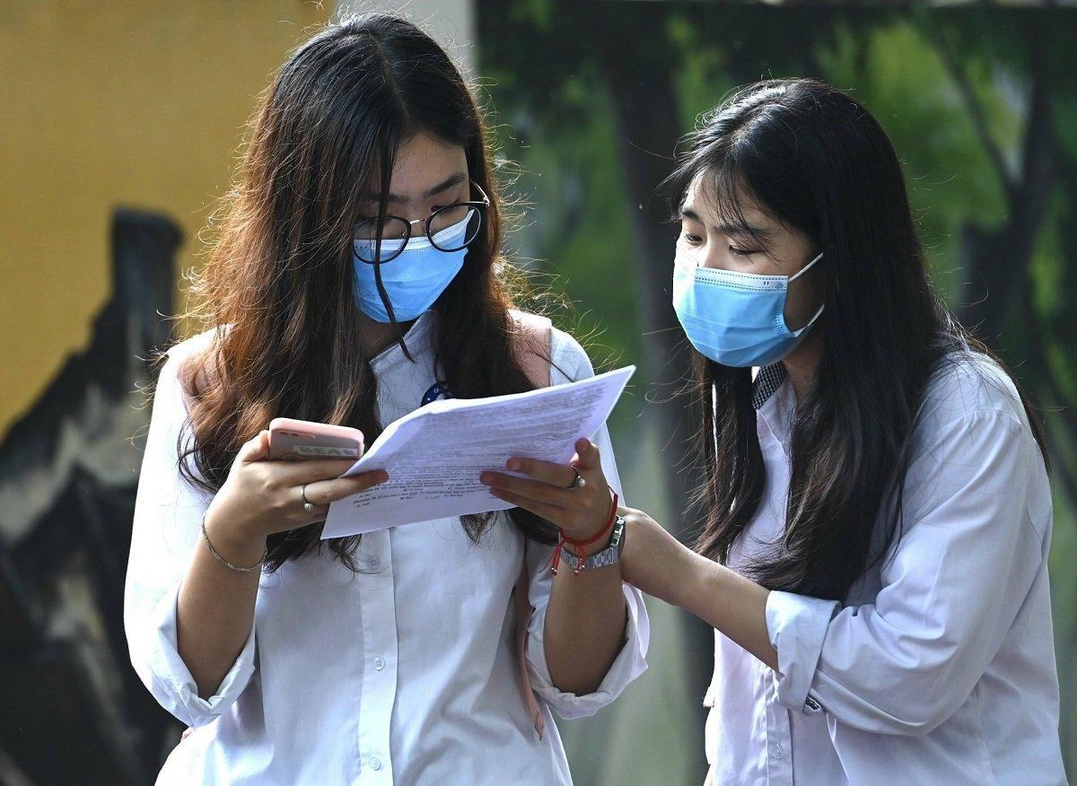 Thí sinh dự thi vào lớp 10 THPT công lập tại Hà Nội năm 2021. Ảnh: Giang Huy.