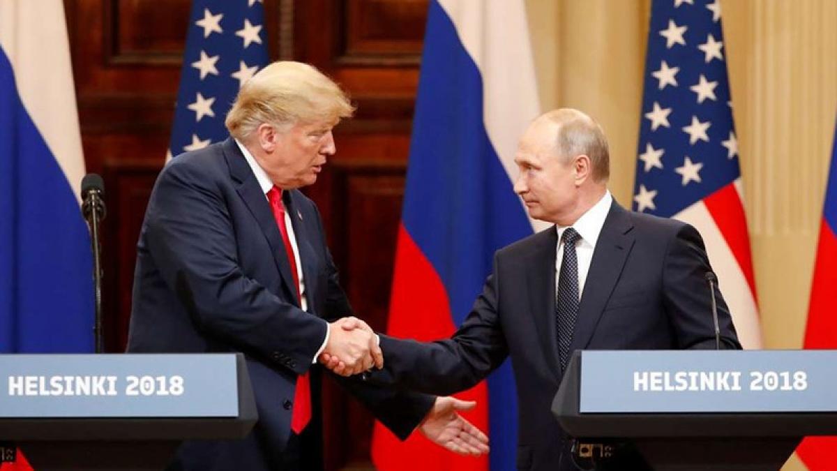 Tổng thống Trump (trái) và Tổng thống Putin tại họp báo chung sau hội đàm ở Helsinki năm 2018. Ảnh: Reuters.