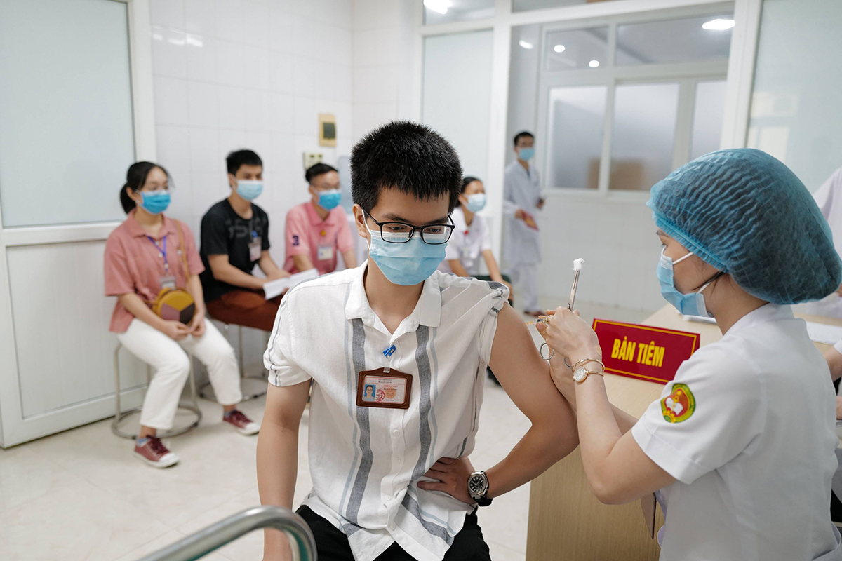 Tình nguyện viên tiêm thử nghiệm vaccine Nano Covax giai đoạn 3, tháng 5/2021. Ảnh: Ngọc Thành