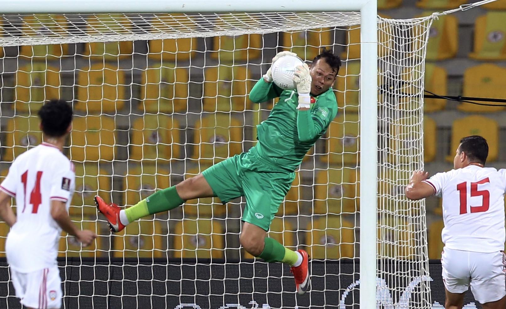 Thủ môn Bùi Tấn Trường chiếm suất bắt chính của tuyển Việt Nam ở ba trận vòng loại World Cup tại UAE. Ảnh: Lâm Thoả.