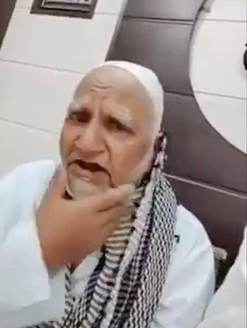 Cụ ông Abdul Samad Saifi bị cạo râu sau vụ tấn công. Ảnh: Independent.