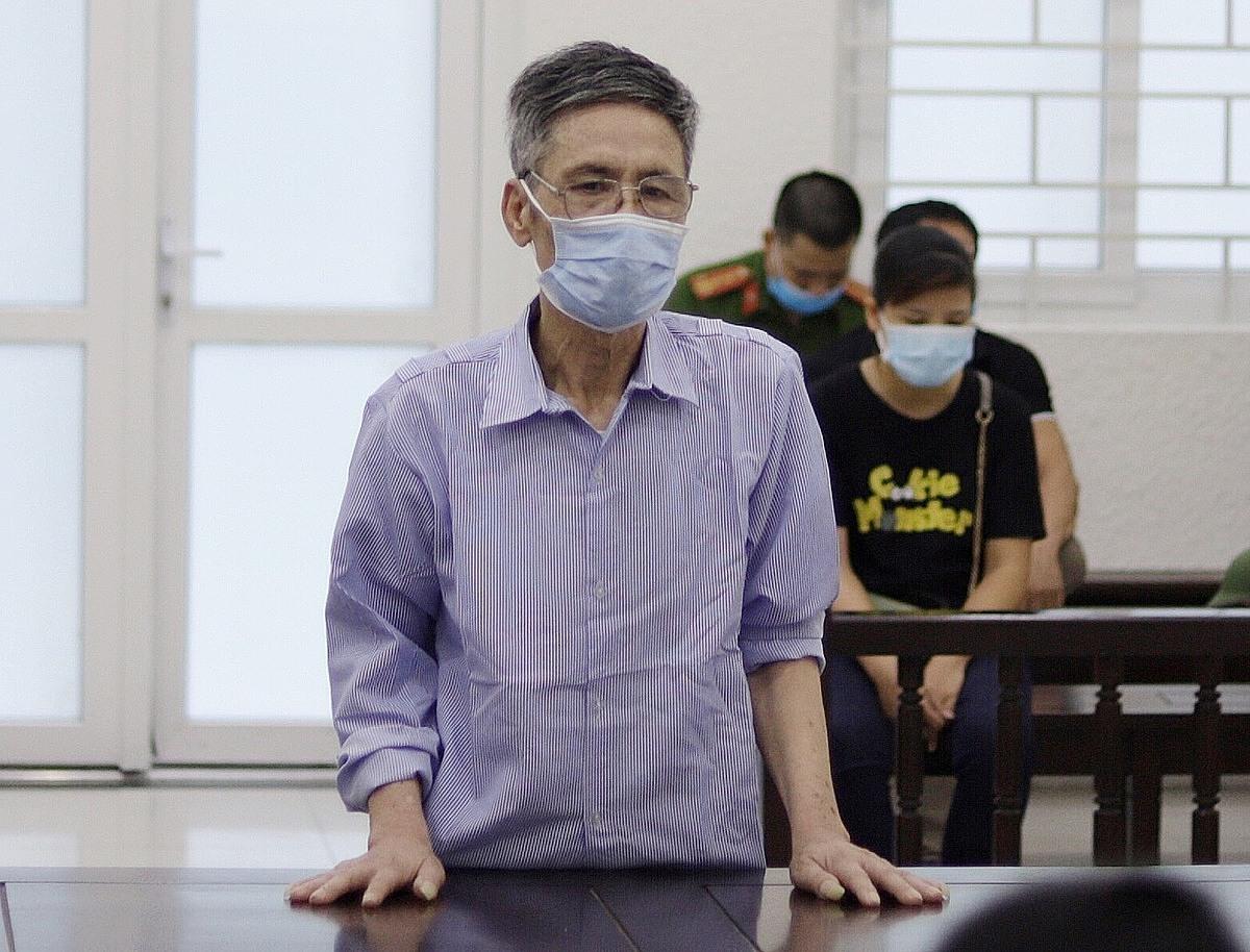 Bị cáo Trần Văn Tròn tại phiên xét xử sáng 18/6. Ảnh: Danh Lam