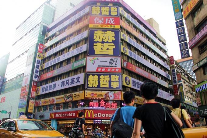 Nhiều trường dạy thêm và trung tâm luyện thi ở Đài Loan đối mặt nguy cơ đóng cửa vì Covid-19. Ảnh: Taiwan News.