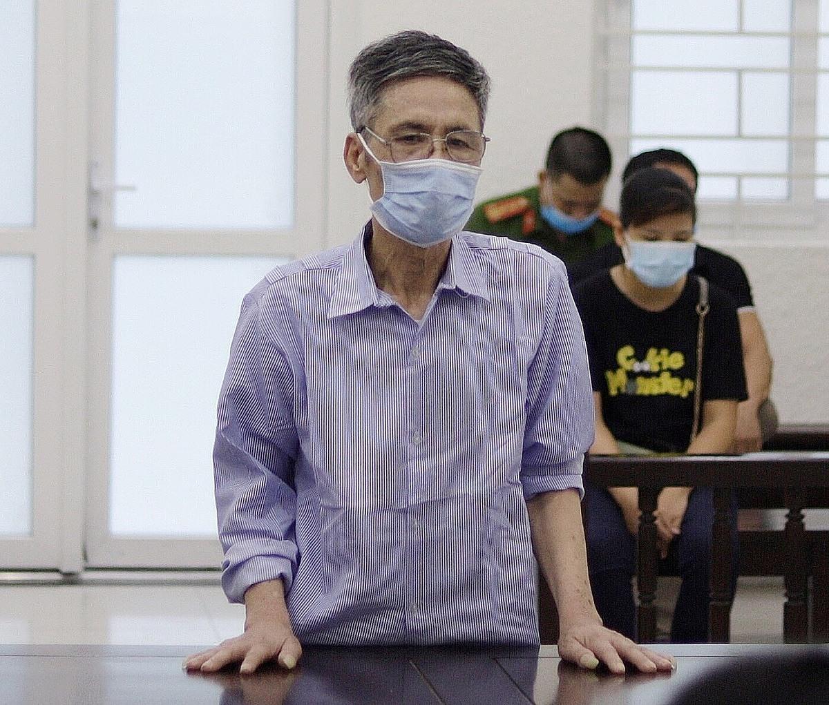 Bị cáo Trần Văn Tròn trong phiên xét xử sáng 18/6. Ảnh: Danh Lam