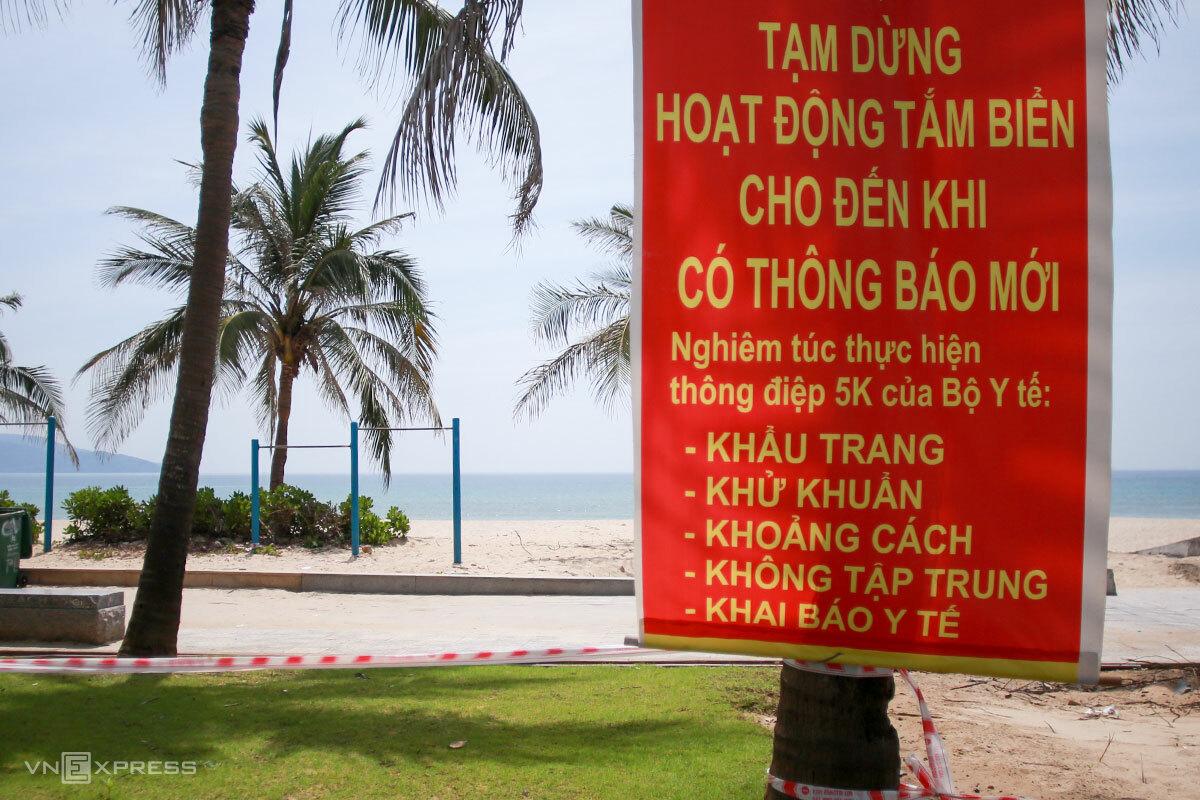 Đà Nẵng lần thứ hai phải cấm tắm biển, trong đợt dịch từ ngày 3/5 đến nay. Ảnh: Nguyễn Đông.