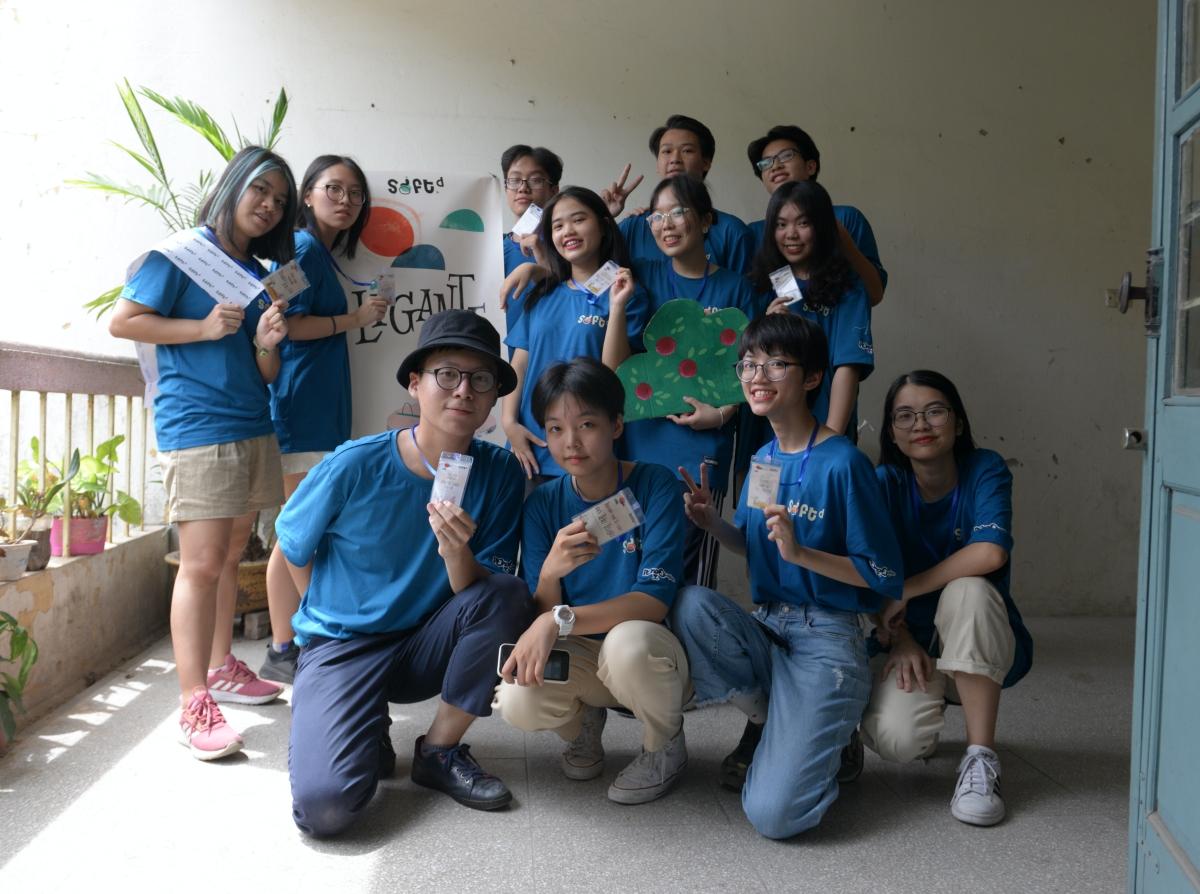 Hải An (đội mũ) cùng các thành viên của dự án SOFT.D. Ảnh: Nhân vật cung cấp