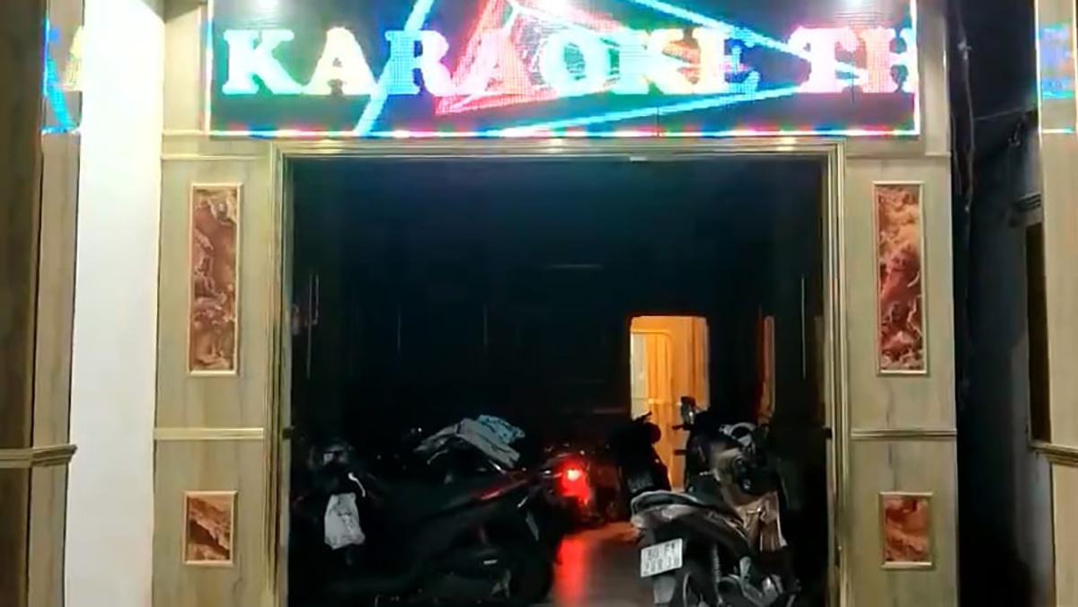 Quán karaoke hoạt động chui bất chấp quy định phòng dịch của UBND tỉnh Đồng Nai. Ảnh: Phước Tuấn