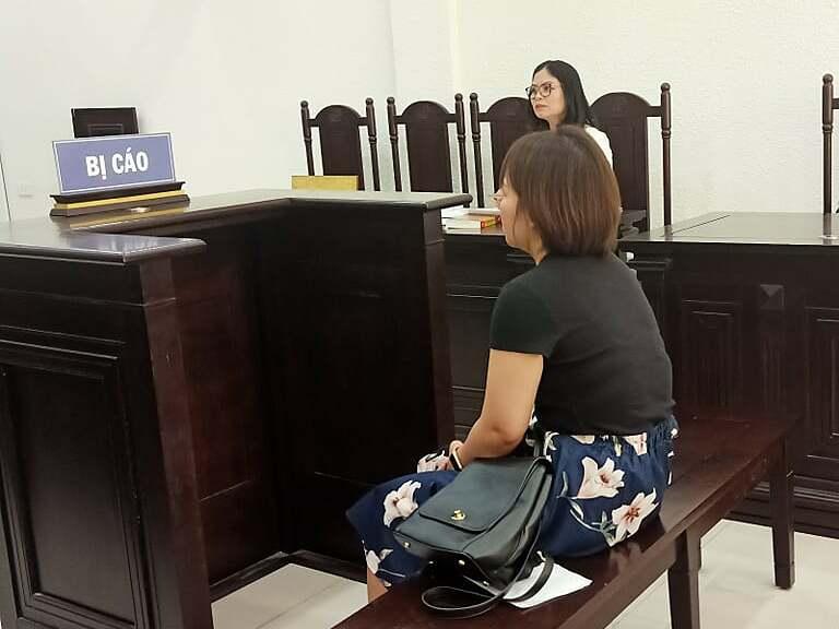 Bị cáo Đinh Thị Ngọc Ánh tại phiên xét xử ngày 21/6. Ảnh: Trịnh Lam
