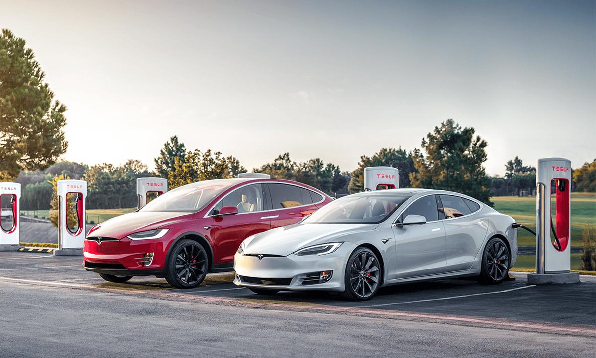 Xe Tesla tại trạm sạc Supercharger riêng của hãng. Ảnh: Tesla