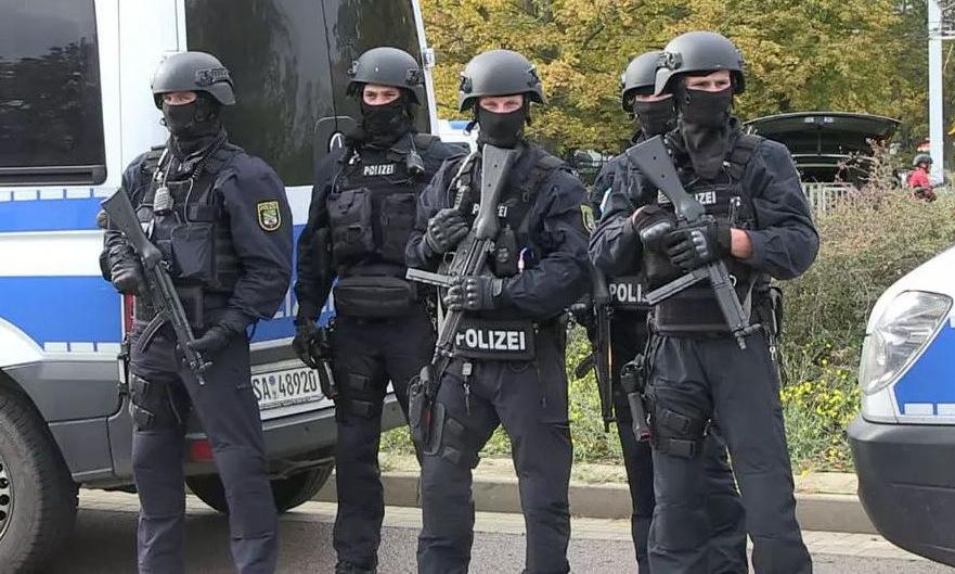 Cảnh sát Đức triển khai sau một vụ nổ súng ở thành phố Halle hồi năm 2019. Ảnh: Reuters.