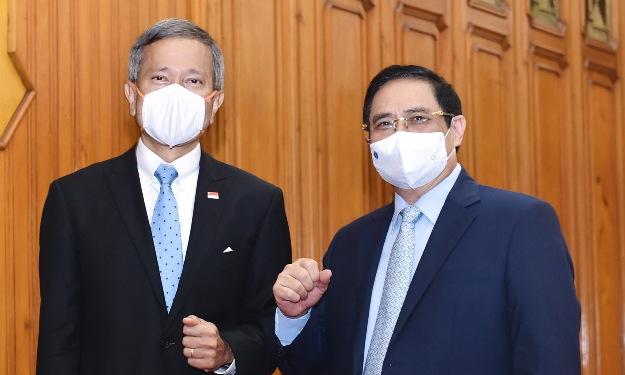 Ngoại trưởng Balakrishnan (trái) và Thủ tướng Phạm Minh Chính trong cuộc gặp ngày 21/6. Ảnh: TTXVN.