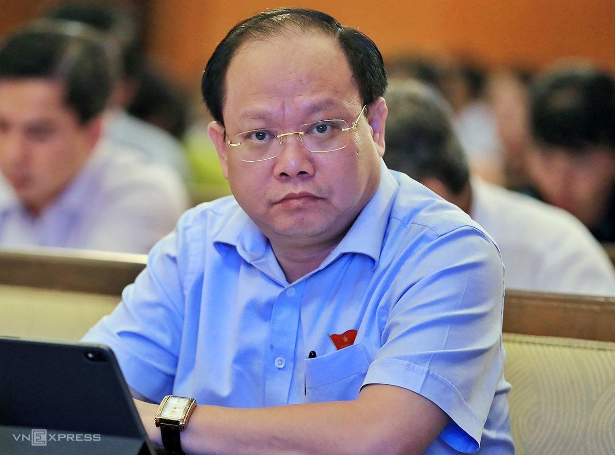 Ông Tất Thành Cang tại cuộc họp HĐND TP HCM hồi tháng 7/2020. Ảnh: Hữu Khoa.