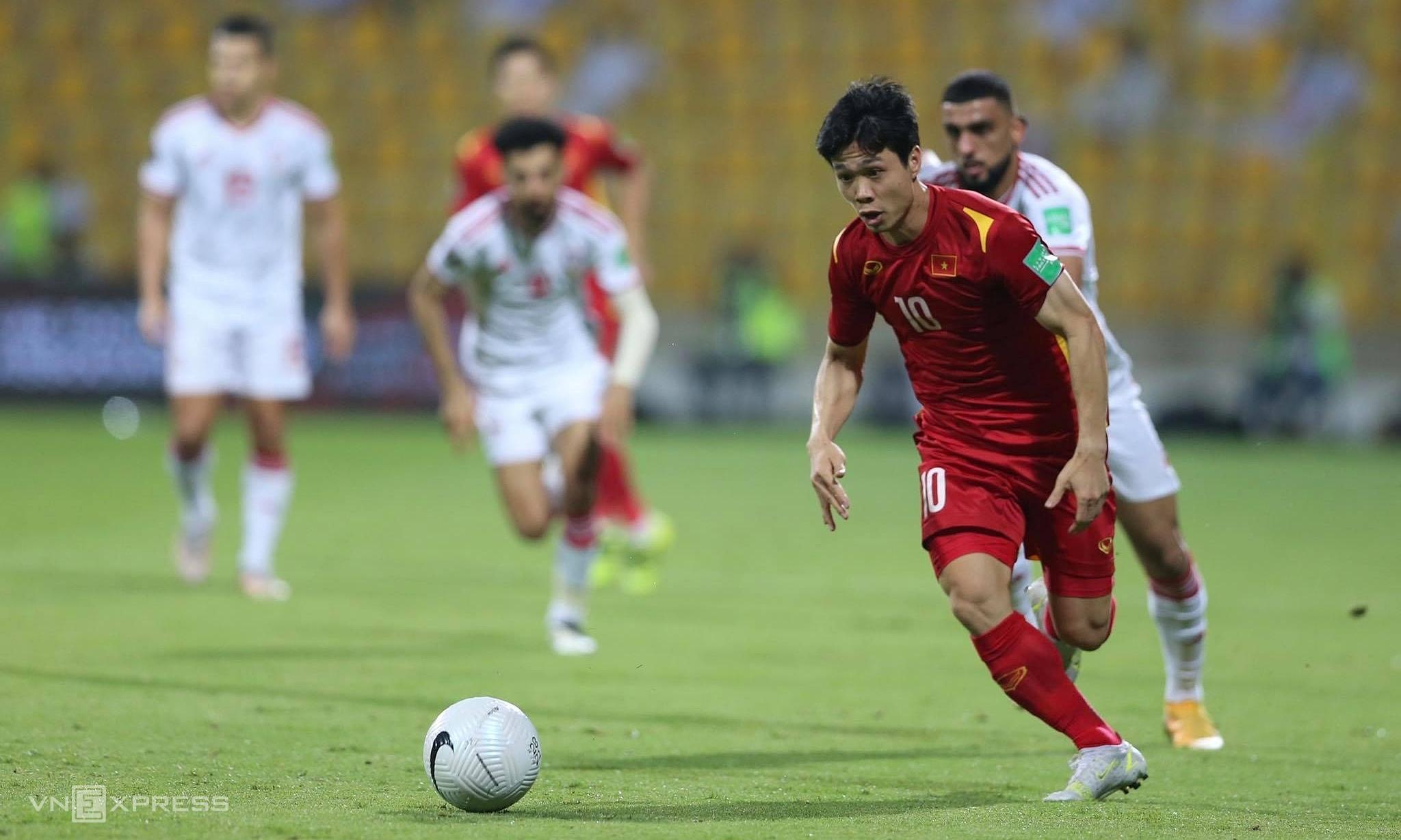 Trận đấu với UAE ở lượt cuối bảng G giai đoạn hai cho thấy Việt Nam hoàn toàn có thể chơi sòng phẳng với các ông lớn châu lục, với một thái độ và chiến thuật đúng đắn. Ảnh: Lâm Thoả