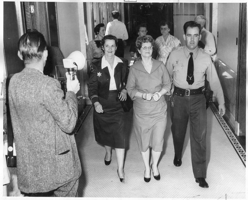 Bà Elizabeth ra hầu toà tháng 3/1959. Ảnh: Los Angeles Times