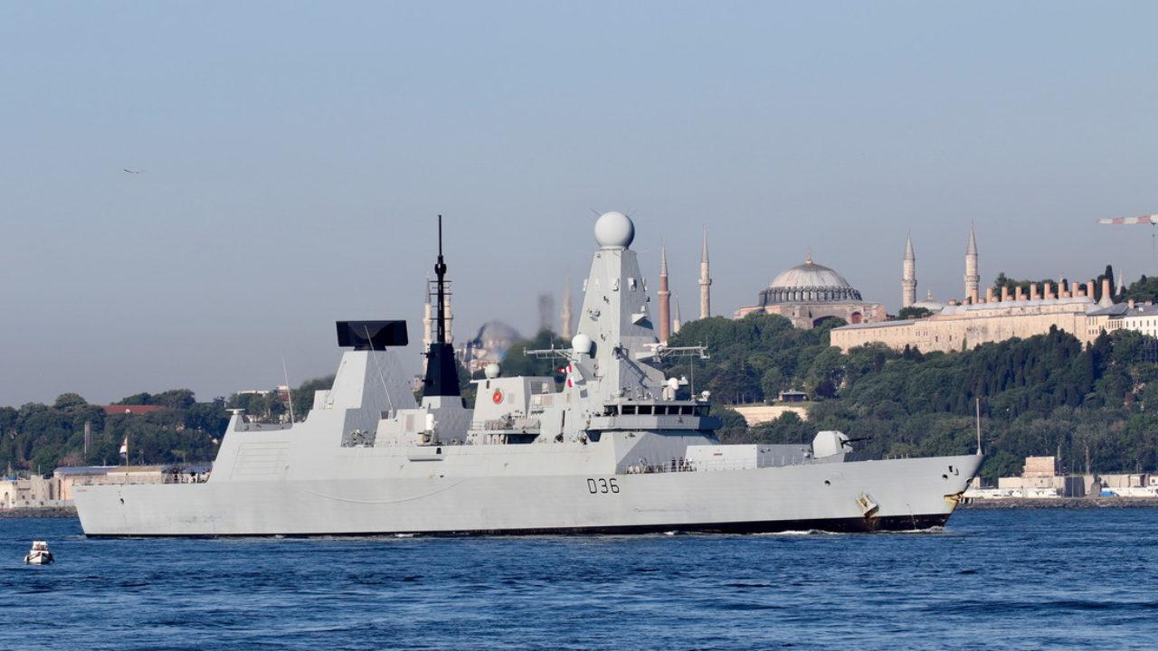 Tàu HMS Defender thăm cảng Thổ Nhĩ Kỳ hôm 9/6. Ảnh: Reuters.