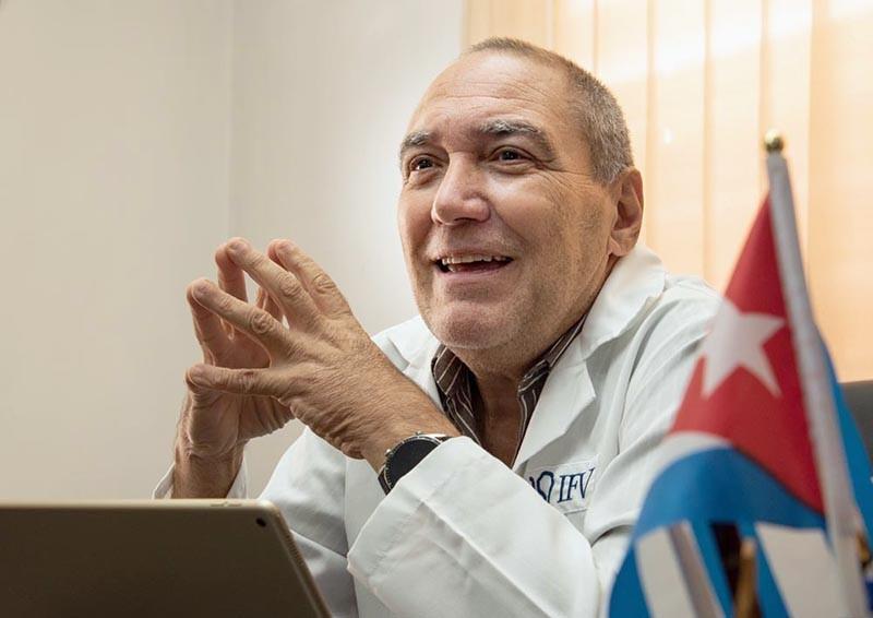Tiến sĩ Vicente Vérez Bencomo, một trong các nhà khoa học vaccine hàng đầu Cuba, tự tin về mức an toàn của vaccine nước này tự phát triển. Ảnh: Viện Vaccine Finlay.