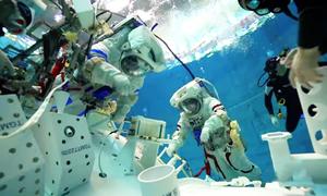 Phi hành gia Trung Quốc huấn luyện dưới nước như thế nào?
