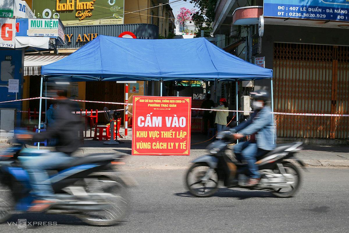 Khu vực kiệt 407 Lê Duẩn đã được phong toả từ ngày 18/6. Ảnh: Nguyễn Đông.
