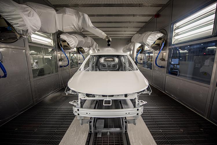 Một mẫu xe VinFast đang hoàn thiện trong nhà máy.
