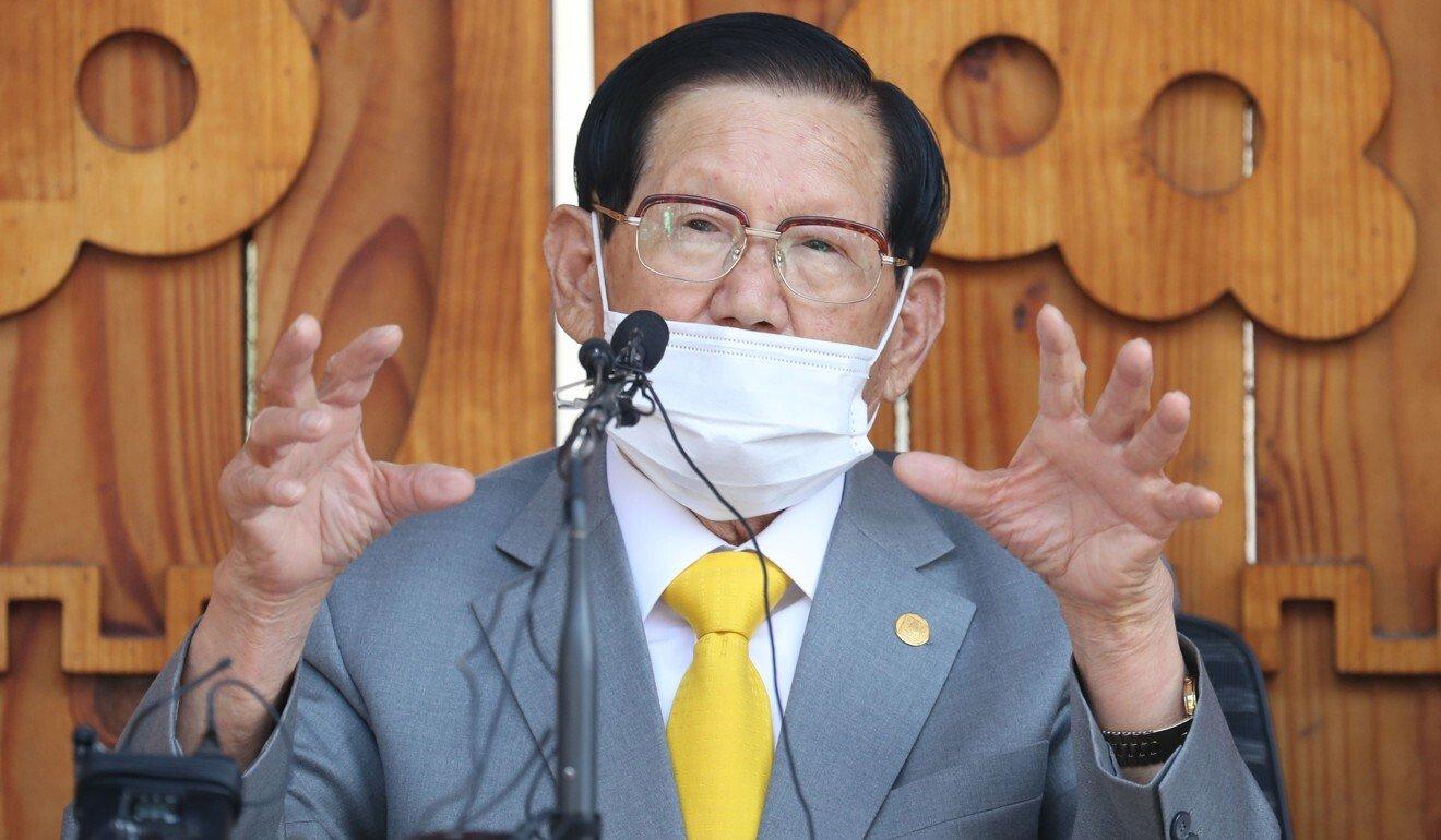 Thủ lĩnh Tân Thiên Địa Lee Man-hee tại Seoul hồi năm ngoái. Ảnh: AFP.