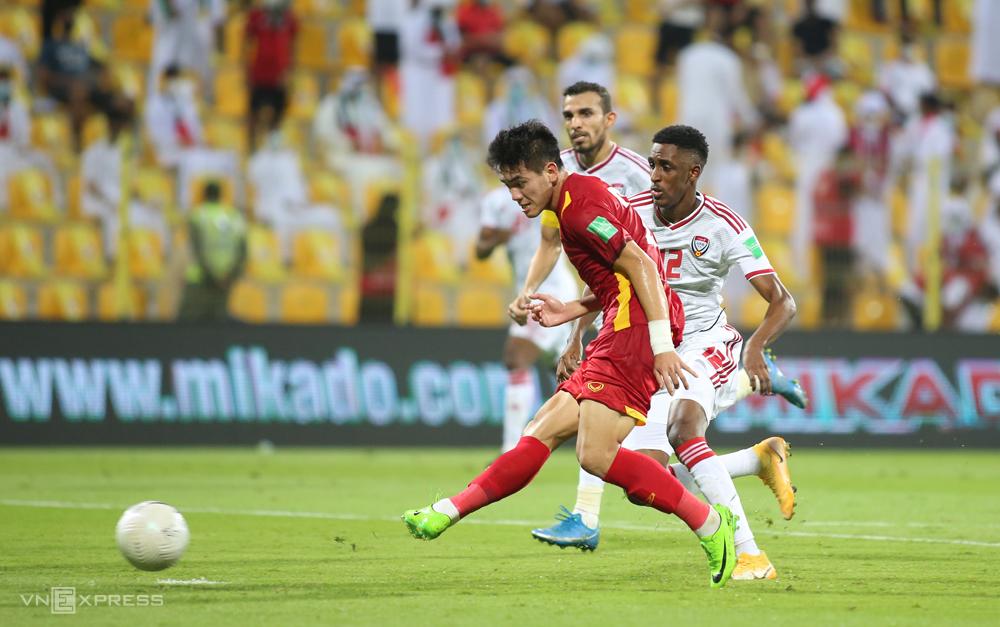 """Tien Ling ตีตาข่าย UAE ในการสูญเสีย 2-3 ในดูไบเมื่อวันที่ 15 มิถุนายน  ภาพถ่าย: """"Lam Thua ."""""""