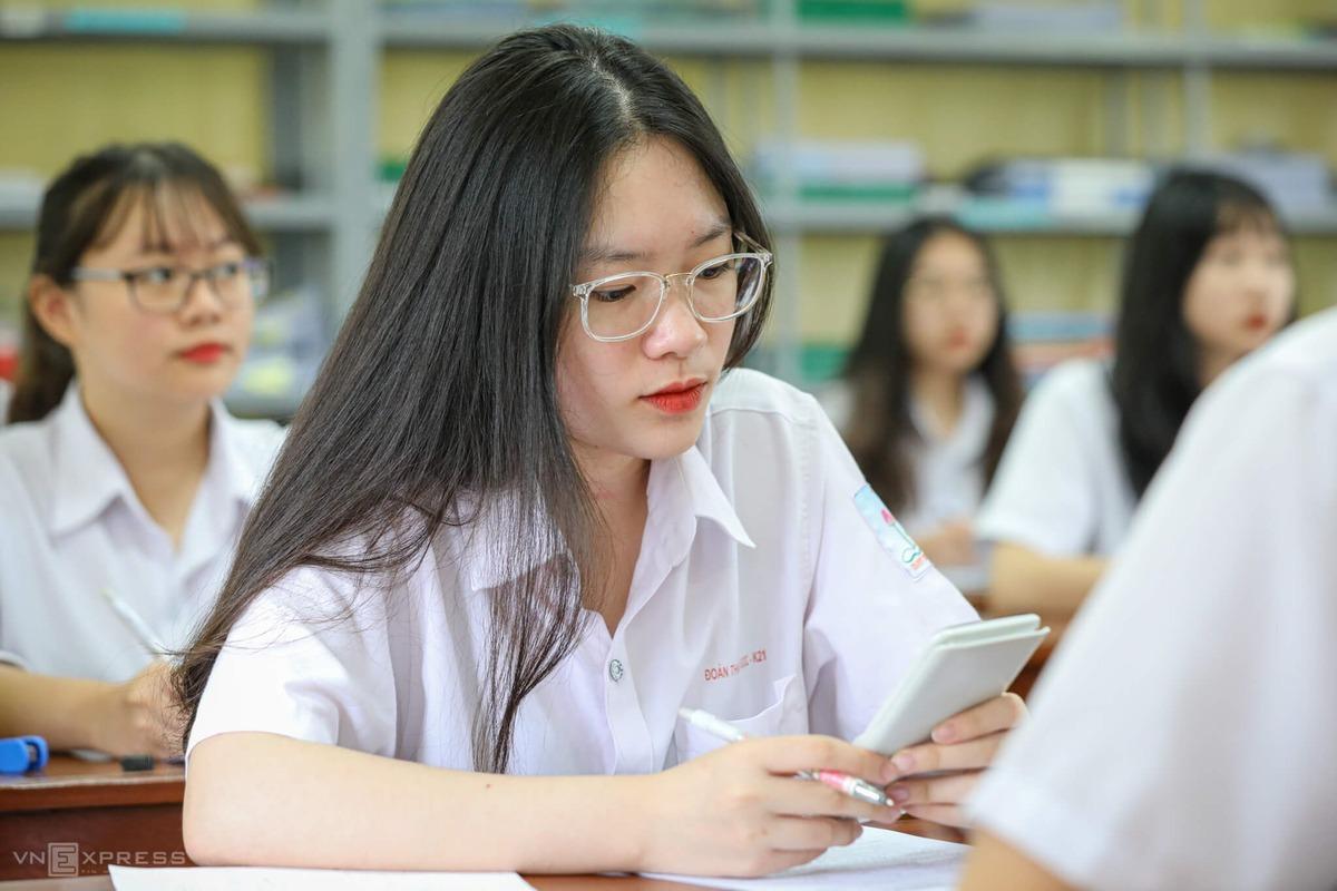 Học sinh ôn luyện cho kỳ thi tốt nghiệp 2021. Ảnh:Ngọc Thành.