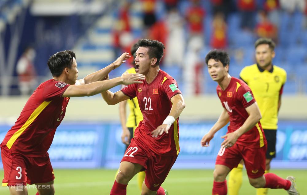 "Tien Linh (หมายเลข 22) ทำแต้มทั้งสามนัดของทีมเวียดนามใน UAE  ภาพถ่าย: ""Lam Thua ."""