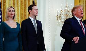 Vợ chồng Ivanka ngày càng xa rời Trump