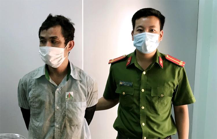Trương Minh Hòa (góc trái) tại cơ quan điều tra. Ảnh: Công an cung cấp