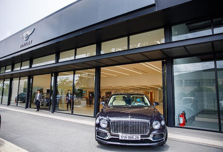 Bentley Flying Spur V8 First Edition bàn giao cho khách hàng tại TP HCM.