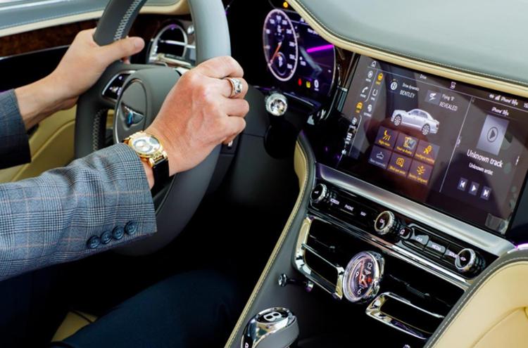 Nội thất xe tập trung vào chế tác thủ công và chất công nghệ.
