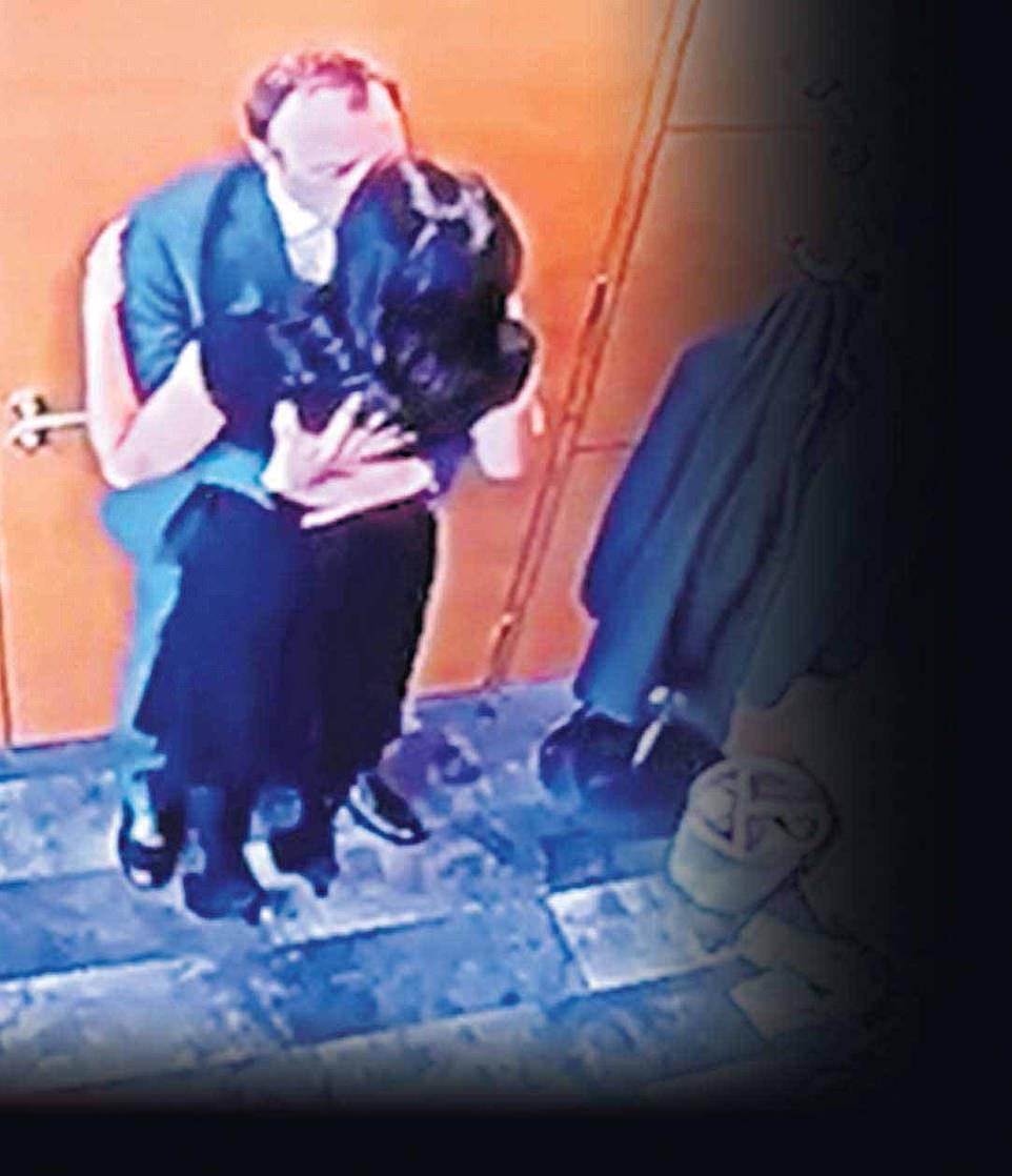 Bộ trưởng Y tế Anh Matt Hancock ôm hôn nữ trợ lý riêng Gina Coladangelo trong văn phòng riêng hồi tháng 5. Ảnh: Sun.