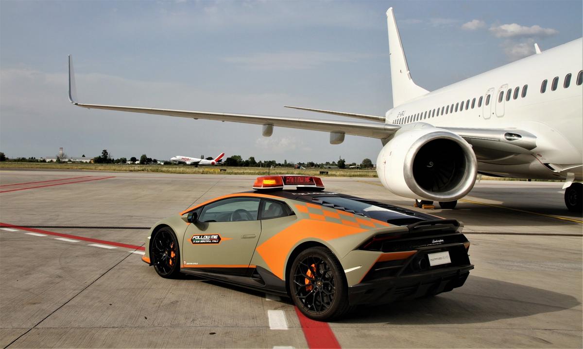 Xe sơn màu xanh lục mờ và các điểm nhấn màu cam. Ảnh: Lamborghini
