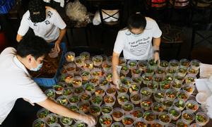 Người Sài Gòn 'cùng nhau nấu cơm'