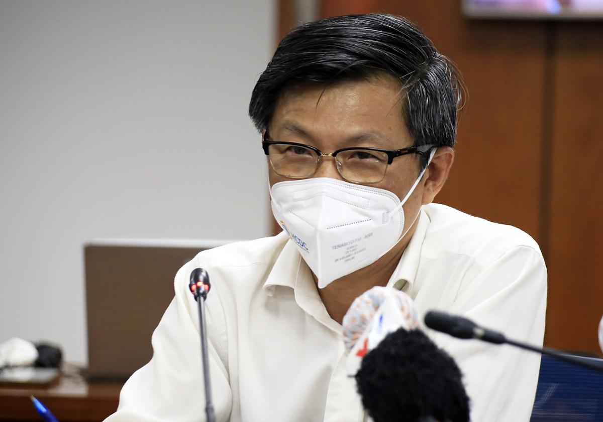 Giám đốc Trung tâm Kiểm soát bệnh TP HCM Nguyễn Chí Dũng tại buổi họp báo về tình hình dịch trên địa bàn thành phố chiều 14/6. Ảnh: Hữu Công.