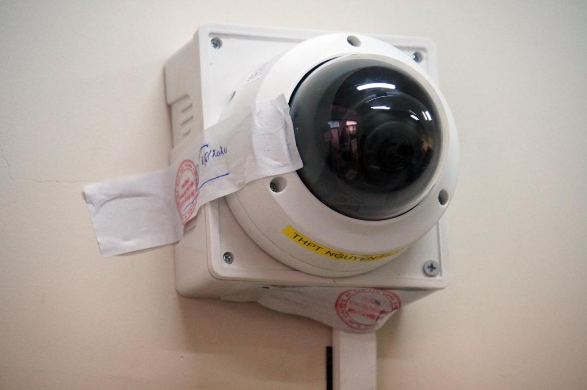 Camera an ninh tại phòng đựng đề thi tại trường THPT Nguyễn Hữu Thọ (quận 4). Ảnh: Mạnh Tùng.