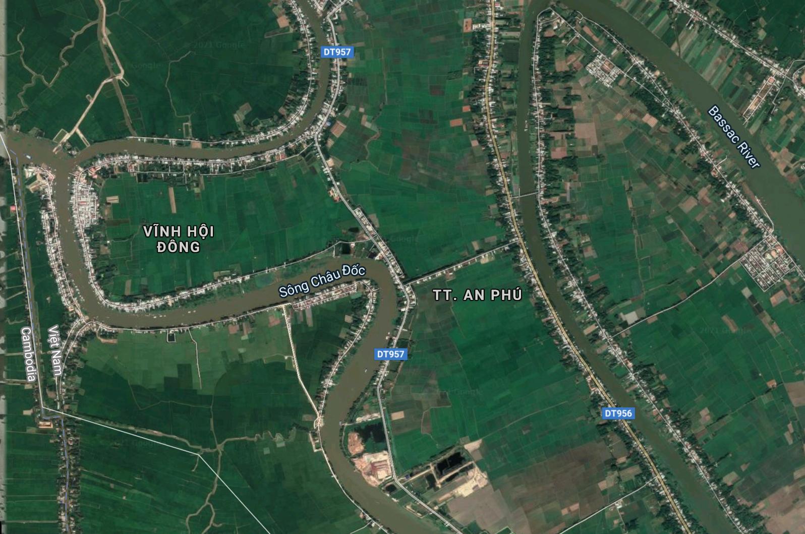 Vụ trí sát lở là đoạn sông uốn công hình chữ U. Ảnh: Google maps