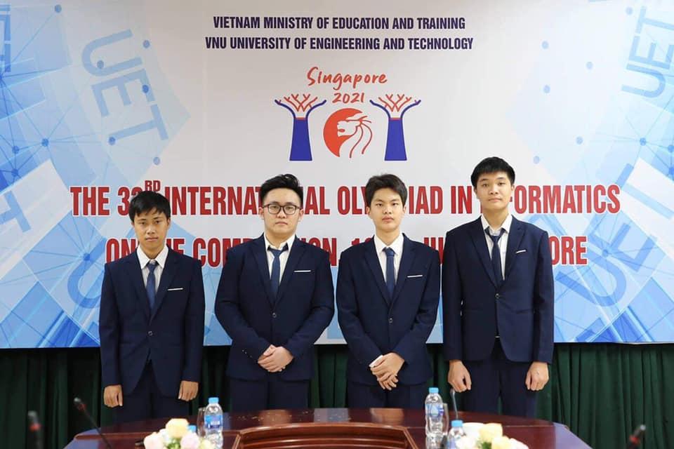 Bốn thí sinh Việt Nam dự thi Olympic Tin học quốc tế năm 2021. Ảnh: Fanpage trường THPT chuyên Phan Bội Châu.