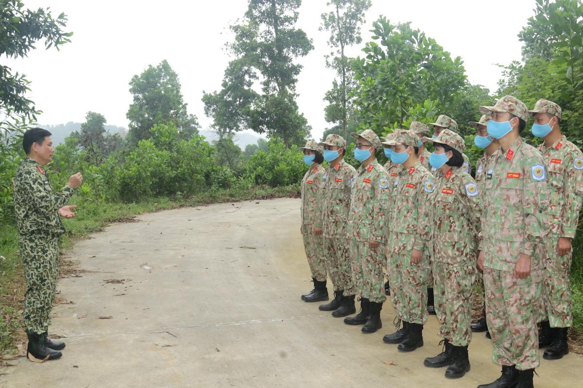 Lính mũ nồi xanh luyện kỹ năng sinh tồn - page 2