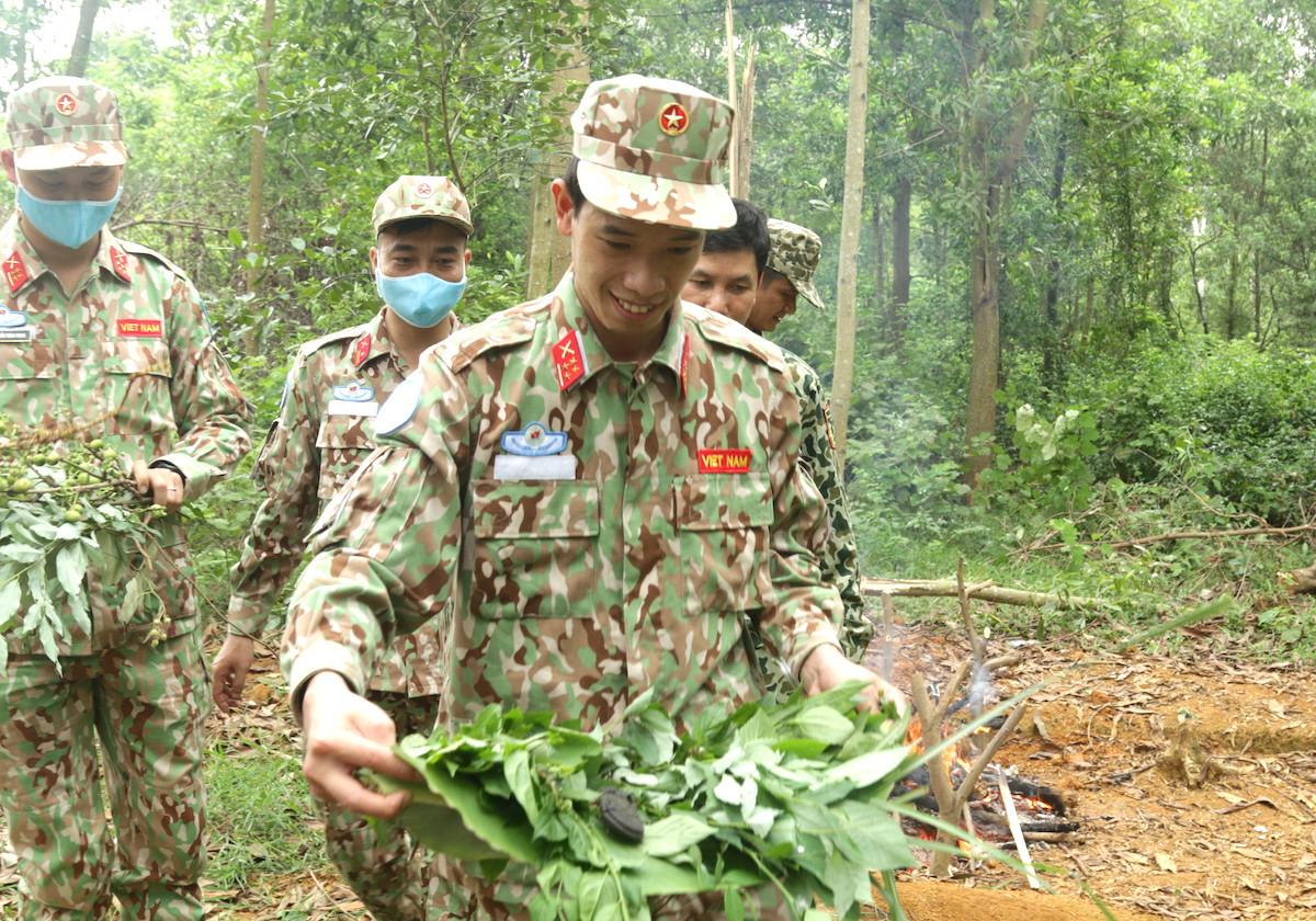 Lính mũ nồi xanh luyện kỹ năng sinh tồn - page 2 - 4