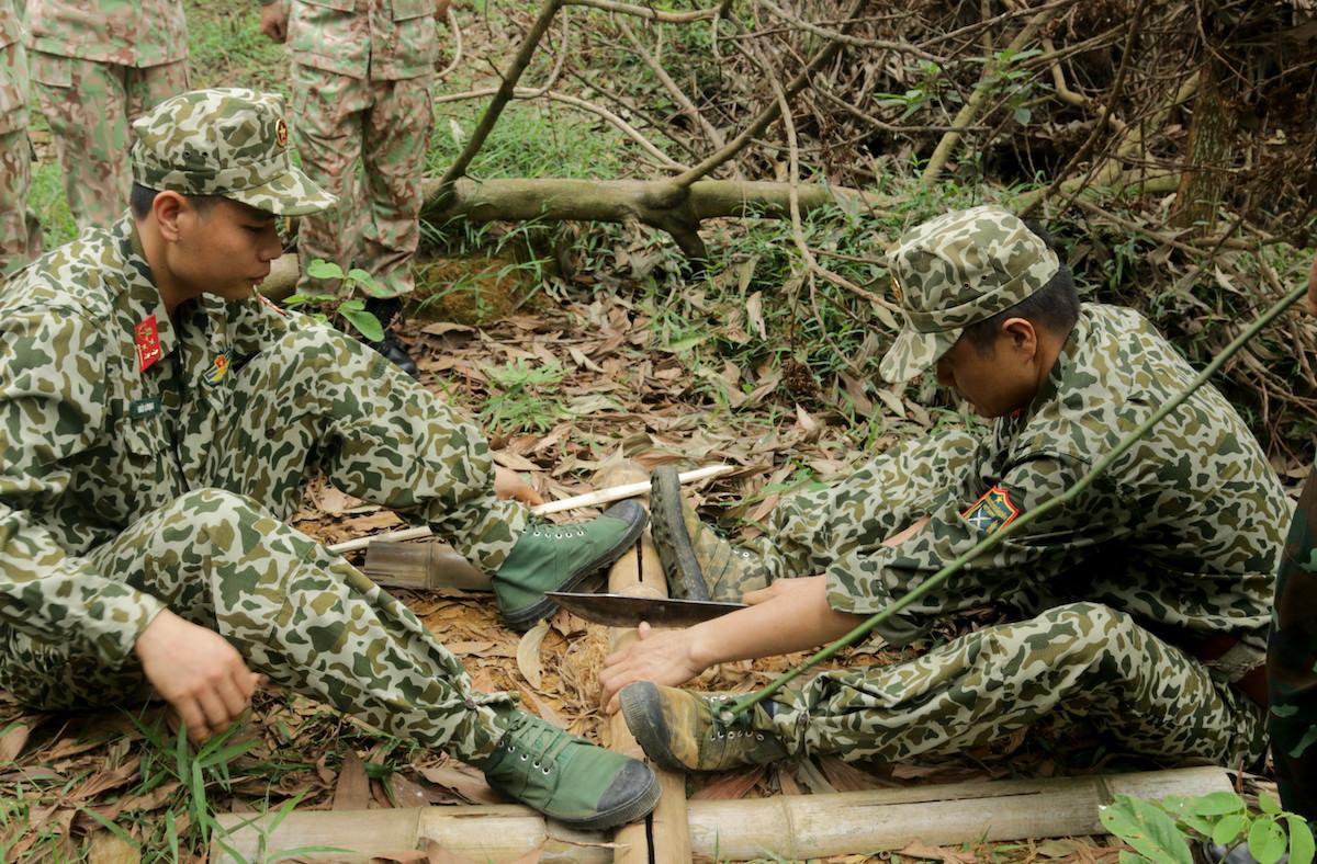 Lính mũ nồi xanh luyện kỹ năng sinh tồn - page 2 - 5