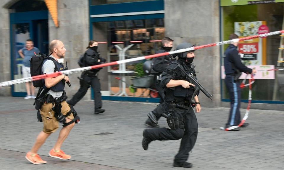 Cảnh sát Đức triển khai tại hiện trường vụ tấn công ở Wuerzburg ngày 25/6. Ảnh: Reuters.