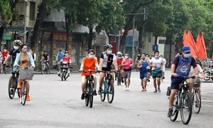 Người Hà Nội đổ ra đường tập thể dục sau lệnh nới lỏng
