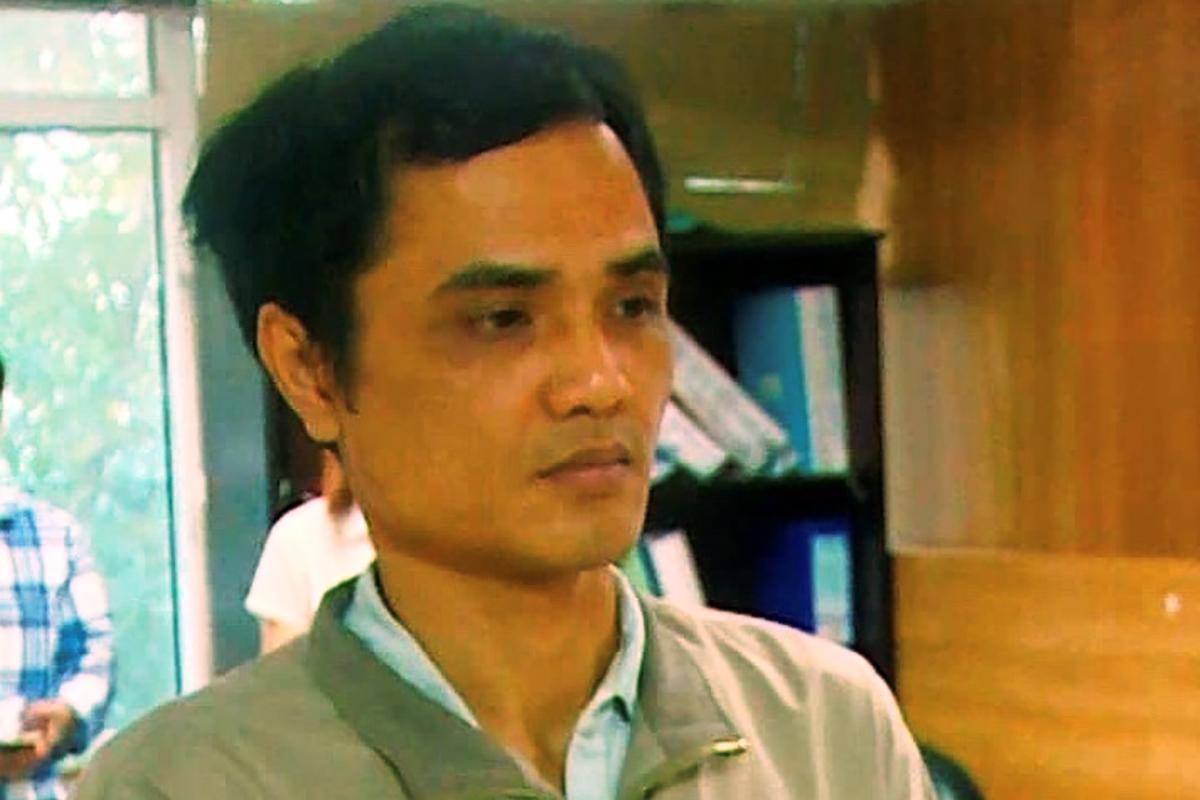 Ông Nguyễn Chí Uy, cựu Giám đốc Công ty Cổ phần Sông Đà lúc cảnh sát đọc lệnh khởi tố, bắt giam giam, hồi tháng 12/2019. Ảnh: Công an cung cấp.