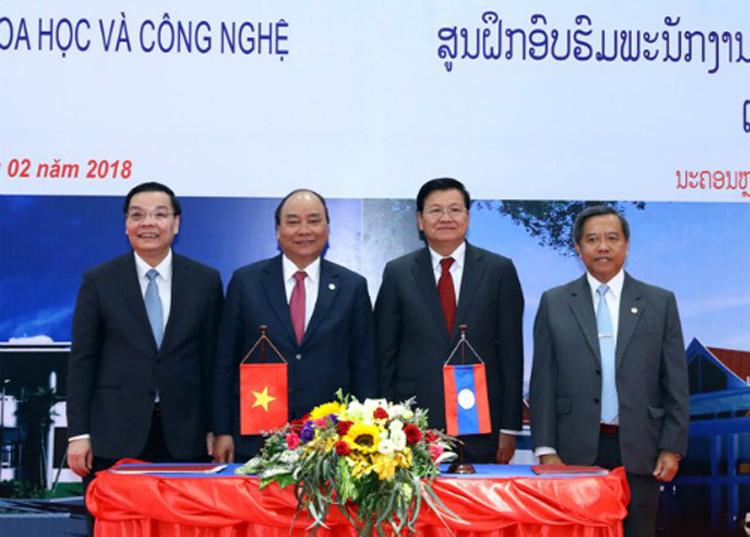 Lãnh đạo Việt Nam và Lào trong lễ bàn giao Trung tâm năm 2018. Ảnh: TH.