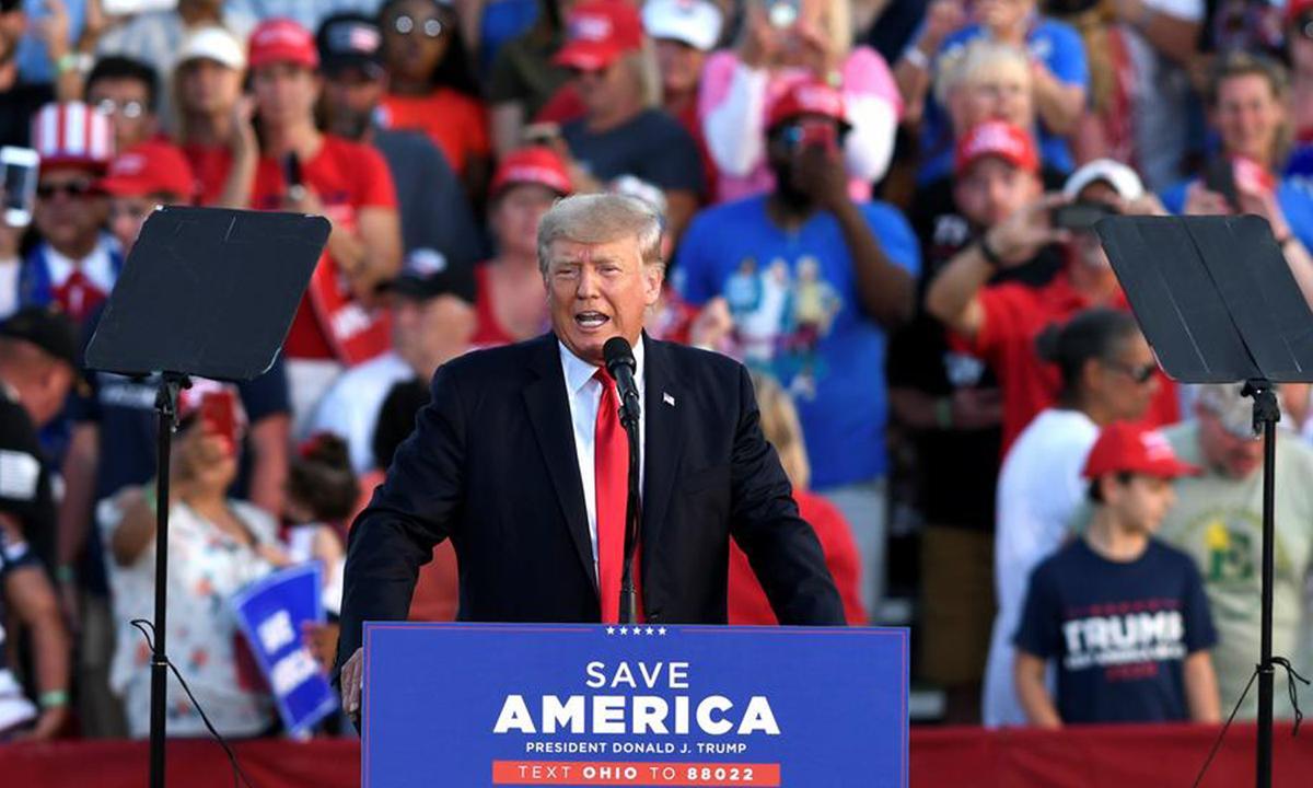Cựu tổng thống Donald Trump tại cuộc vận động ở Wellington, bang Ohio hôm 26/6. Ảnh: Reuters.