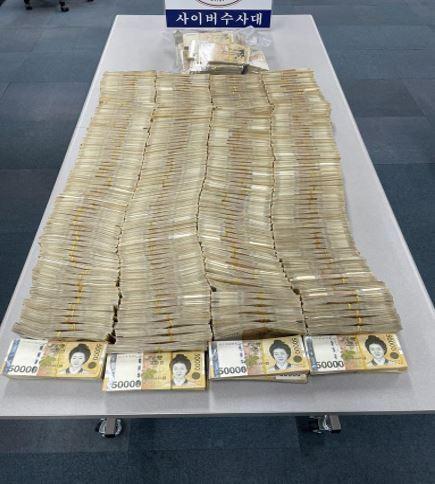 Số tiền mặt tang vật bị thu giữ. Ảnh: Koera Herald
